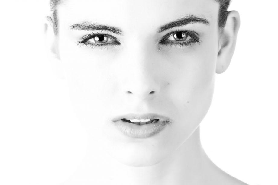 Podizanje očnih kapaka kao jedna od najpopularnijih intervencija podmlađivanja lica