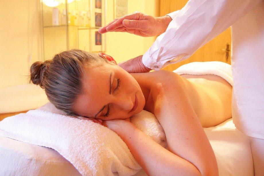 Kako okrepiti telo masažom u kozmetičkim salonima
