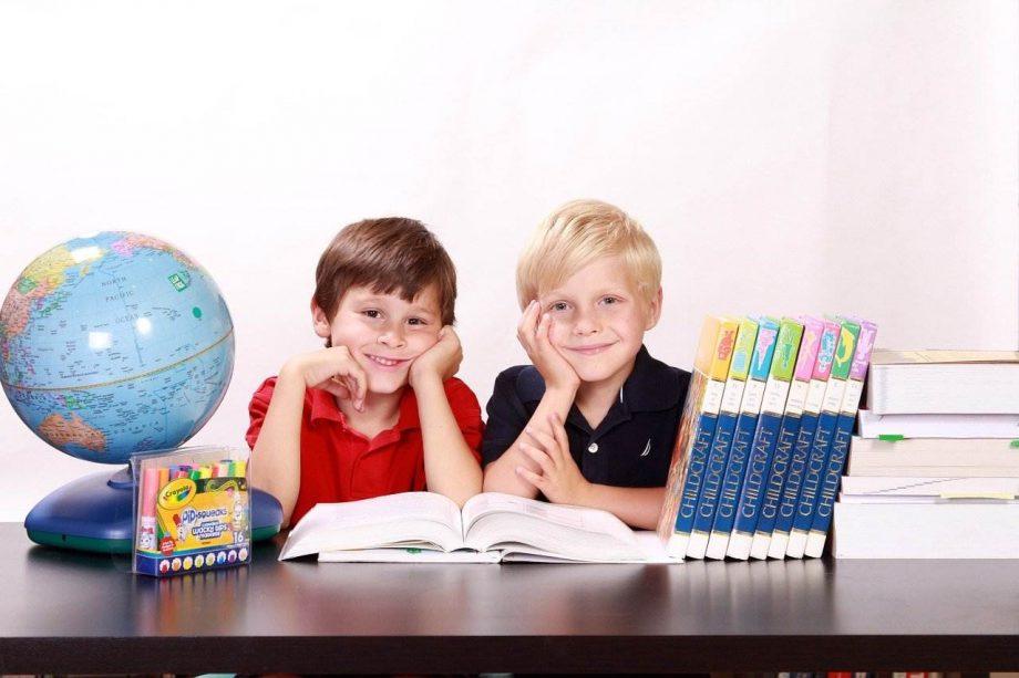 Koje osobine kod dece podstiče učenje stranog jezika?